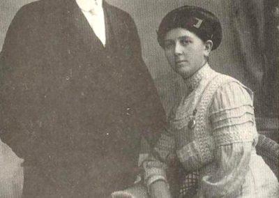 Premier médecin de St-Louis, le docteur Ferront, accompagné de Rose Roy